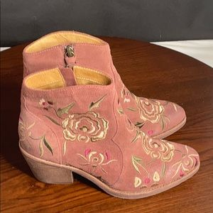 Sofft Booties sz 6 Pink Suede Women's SAMPLE SHOES